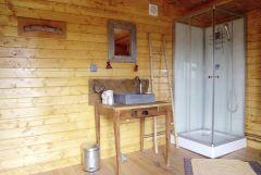 Sanitaires privés yourte. La Croix Longue, Aveyron