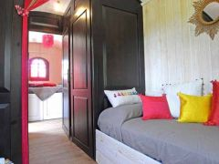 Salon, chambre, salle de bain, roulotte. Croix Longue, Aveyron