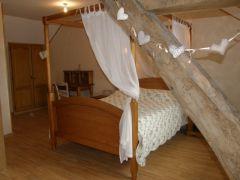chambre à lit baldaquin