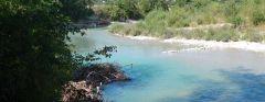 La rivière d'un bleu exclusif