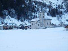 vue sur village enneigé