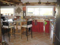 salon espace cuisine équipée