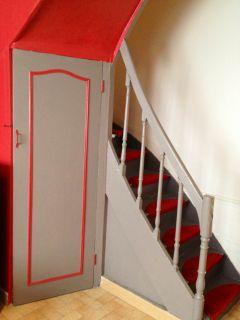 Escalier avec porte de la cave