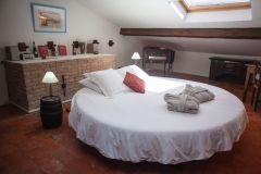 Chambre lit rond à eau