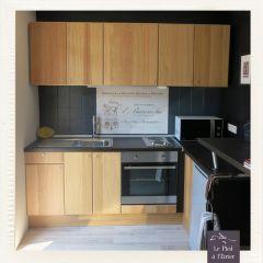 Une cuisine entièrement aménagée