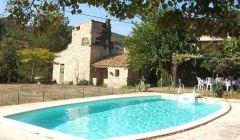 piscine et hameau