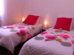 Une des 2 chambres avec 2 lits de 200 x 90