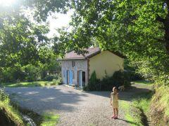 maison indépendante, restaurée, 3 ch tout confort très lumineuse avec terrasse privée et ombragée su