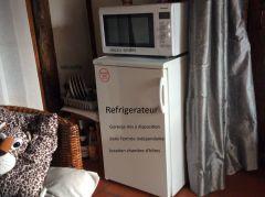 frigo, micro-ondes dans l'entrée