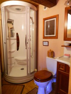 cabine de douche de la salle d'eau