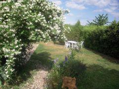Jardin clos et ombragé