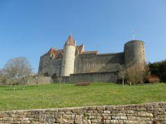 le chateau à 50 metres de la maison