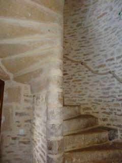 l'escalier en pierre de la maison