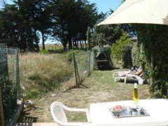 La terrasse et le petit jardin clos privé