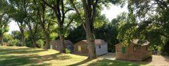 Camping et chalets à côté de la voie verte