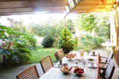 Petit déjeuner sur terrasse plein sud