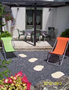 Terrasse couverte + jardinet