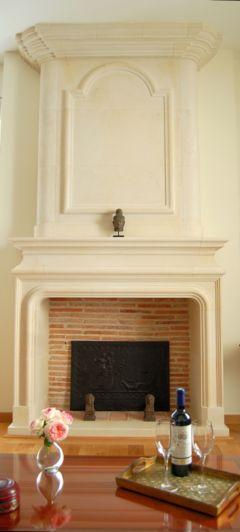 Magnifique cheminée en pierres du pays