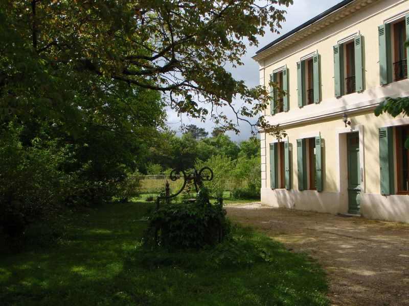 vue du portail, porte d'entrée