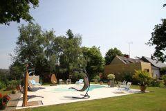 vue sur la piscine et le parc