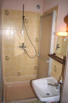 Une salle d'eau de votre chambre.