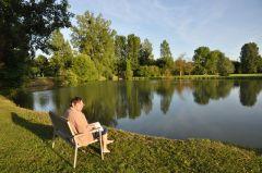 Détente au bord de l'étang