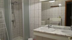 grande salle de douche