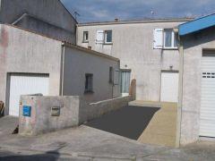 La façade Ouest et le garage
