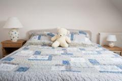 chambre avec lit bébé