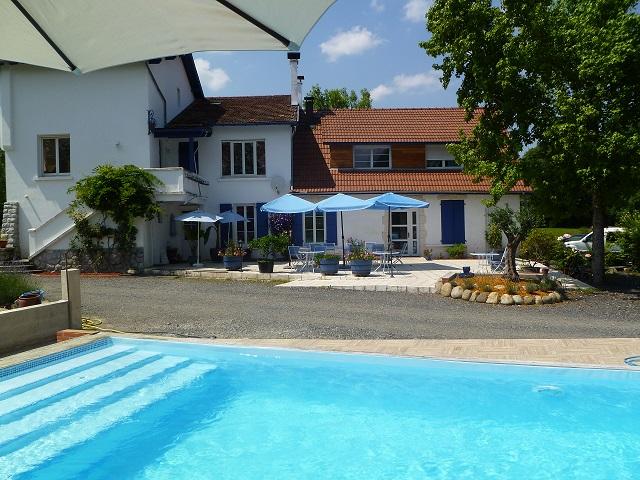 maison d'hôtes avec terrasse et piscine