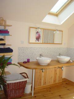 Une des deux salles de bain ...