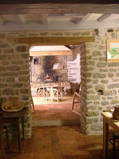 Coin cheminée vu depuis la salle à manger