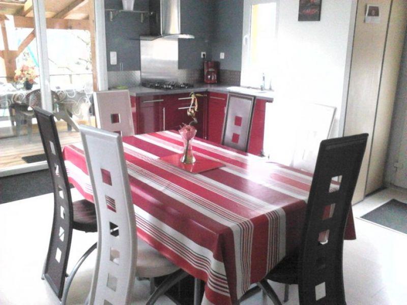 Vue sur espace salle à manger et cuisine