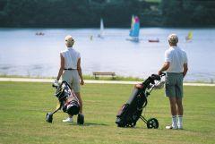 Le golf et le lac