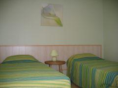 une chambre, 2 lits en 90