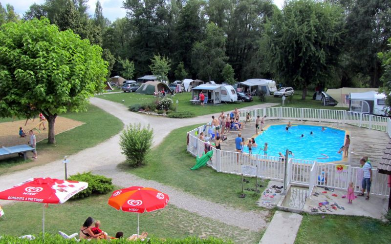 Camping les bords du guiers st genix sur guiers savoie for Piscine 2 alpes