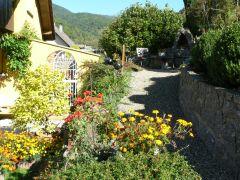 gite côté est, terrasse et jardin