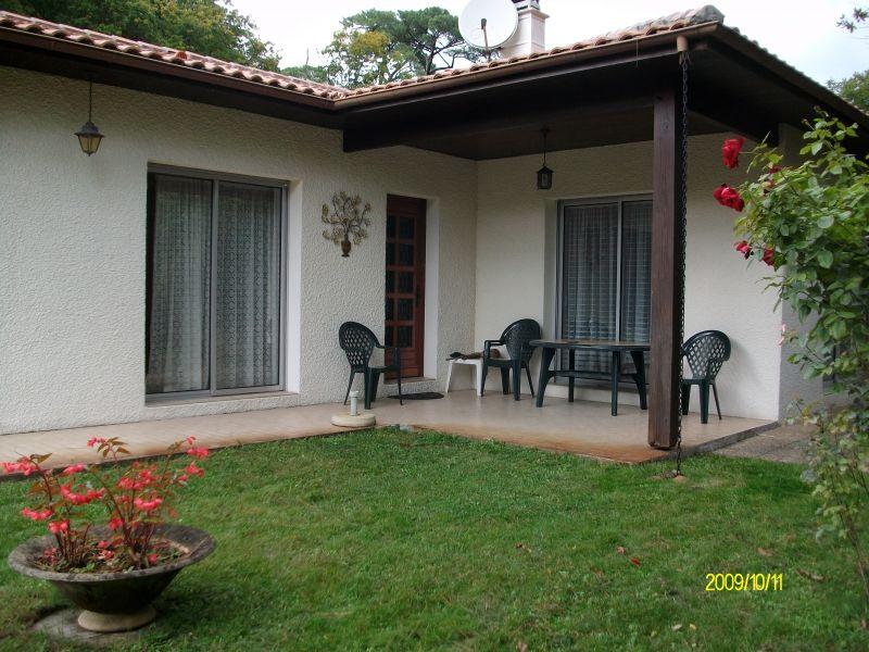 villa est  avec terrasse