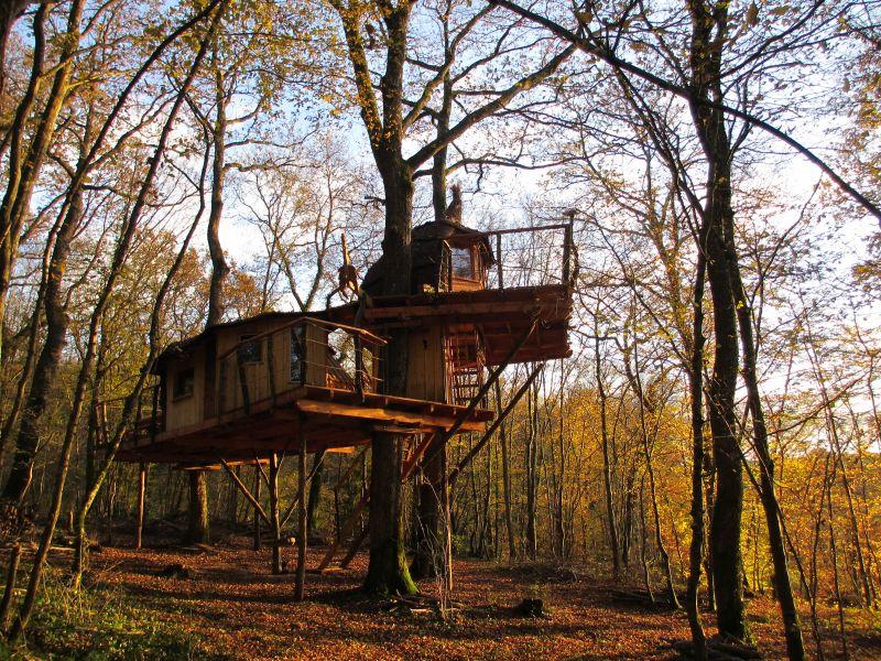 cabanes du bois clair s jours perch s ranchot jura. Black Bedroom Furniture Sets. Home Design Ideas