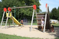 Le parc de jeux enfants
