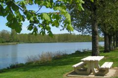 Le lac face au camping