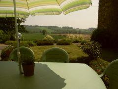 La terrasse avec vue dégagée sur la campagne