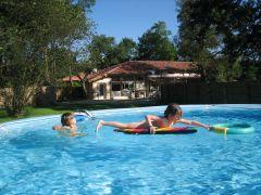 La villa du golf, 14 personnes maxi + bébés, piscine chauffée, voie verte à 500 m