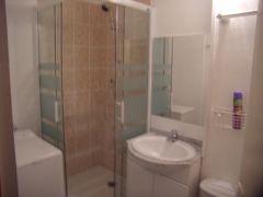 une des 2 salles d'eau avec lave-linge