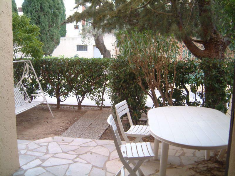 Location appartement avec jardin 400 m de la plage for Location appartement jardin