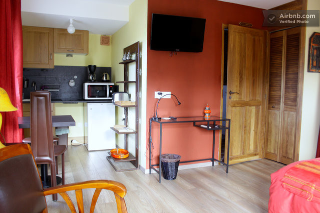 Au cadran solaire appartement velodyss e for Location garage nantes 44300