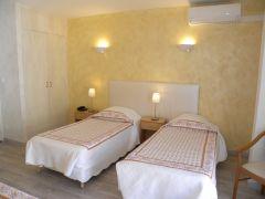 chambre lit jumeaux coté village