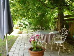 Terrasse sous le tilleul