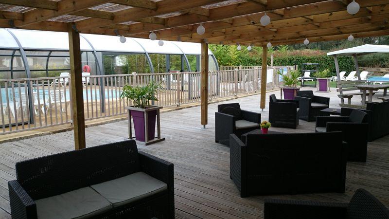 Terrasse conviviale et piscine