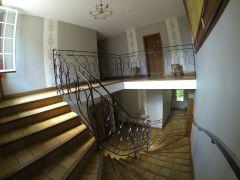 Escalier résidence du château de Bégué